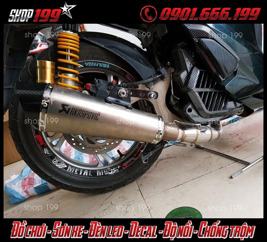 Pô Akrapovic màu bạc và phuộc Ohlins độ đẹp và chất cho Honda SH